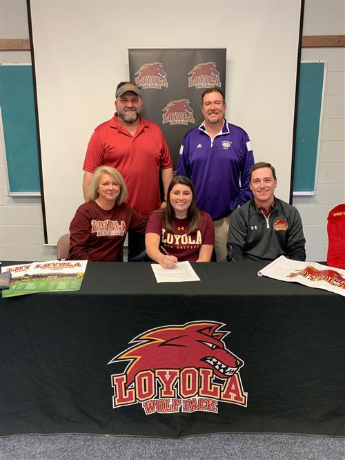 Shelby Walls signs golf scholarship with Loyola University